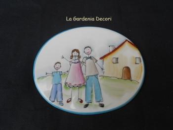 Targa decorativa con famiglia e casetta