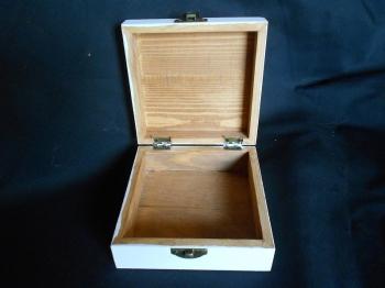 scatola in legno con fiocco
