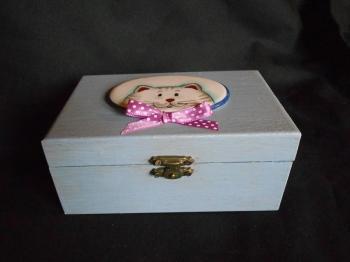 scatola in legno con gatto