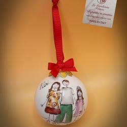 Palla di Natale con famiglia coppia e  bimba