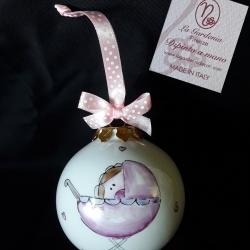 Palla di Natale con bimba e carrozzina