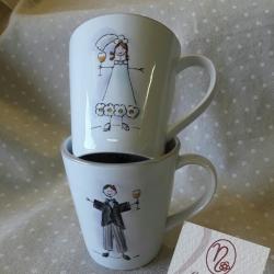 Tazze mug sposi che brindano